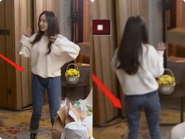 Dương Mịch rất ít khi mặc quần dài dù sở hữu vóc dáng cực chuẩn, chỉ cần nhìn 2 bức ảnh sẽ rõ khuyết điểm body ít ai nhận ra - Ảnh 2.