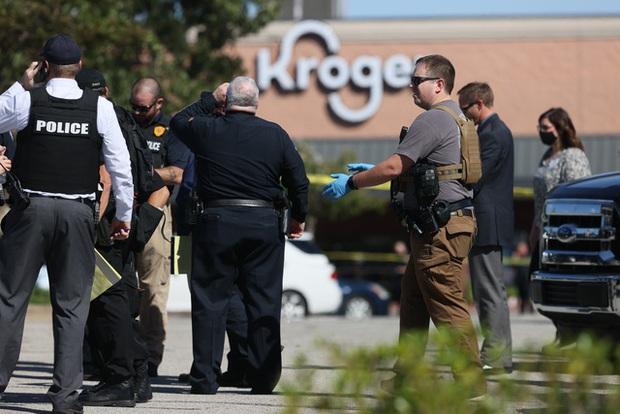 Xả súng trong cửa hàng tạp hóa tại Mỹ khiến 1 người thiệt mạng, hàng chục người bị thương - Ảnh 2.