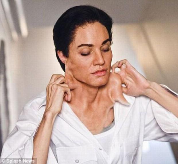 Nữ thần sắc đẹp Angelina Jolie từng hủy nhan sắc để giả trai trong phim, nam tính đến đâu mà Brad Pitt chạy mất dép? - Ảnh 5.