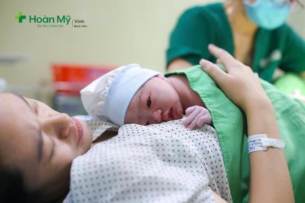 Phạm Xuân Mạnh hạnh phúc đón con đầu lòng - Ảnh 1.