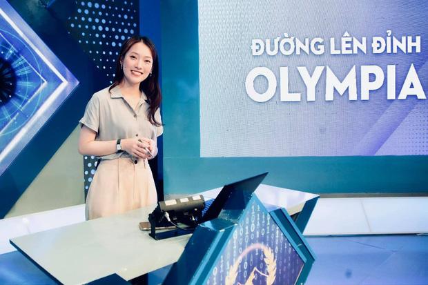 Khánh Vy trở thành MC Olympia mới, MC Ngọc Huy chỉ nói 2 câu khiến khán giả cười ngất, đồng loạt muốn đi coi trực tiếp - Ảnh 1.