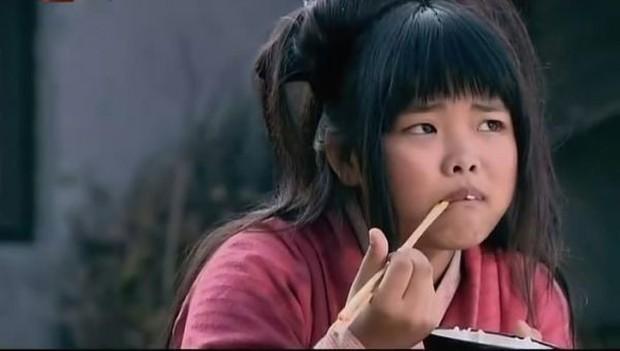 Sao nhí bị chê xấu nhất Trung Quốc dậy thì xinh như mộng, nhưng đóng phim mãi chẳng nổi như xưa - Ảnh 2.