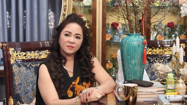 Toàn cảnh cuộc chiến giữa vợ chồng bà Phương Hằng và thần y Võ Hoàng Yên: Từng coi như người nhà đến tố cáo lừa 200 tỷ, chữa câm điếc chỉ là dàn dựng - Ảnh 3.