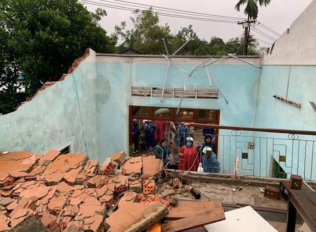 Bão số 6 gây mưa lớn, nhiều nhà dân bị tốc mái do lốc xoáy - Ảnh 3.