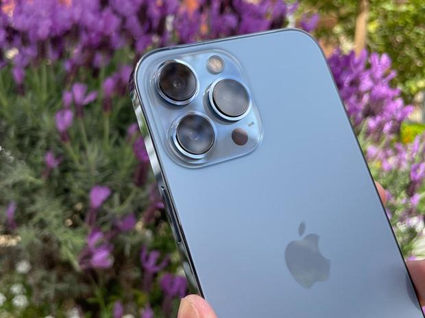 Bóc tem iPhone 13 Pro Max phiên bản màu Sierra Blue trong ngày mở bán - Ảnh 5.