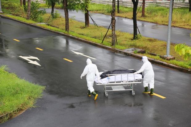 Số ca tử vong do Covid-19 ở TP.HCM giảm thấp nhất trong vòng 1 tháng qua - Ảnh 1.