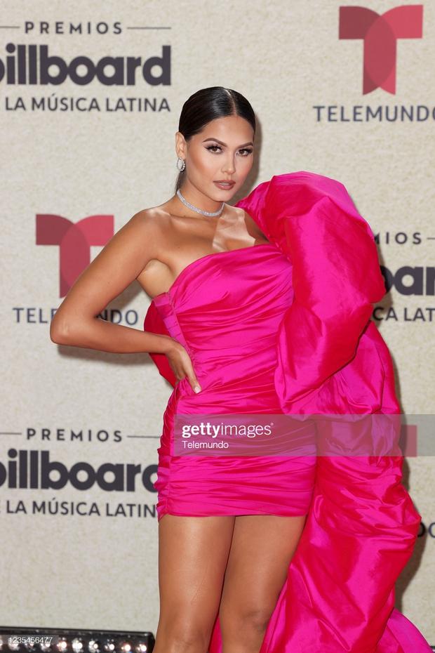 Thảm đỏ Billboard Latin: Camila lột xác át cả Hoa hậu Hoàn vũ, dàn mỹ nhân đua nhau phô body xôi thịt lộ cả điểm nhạy cảm - Ảnh 6.