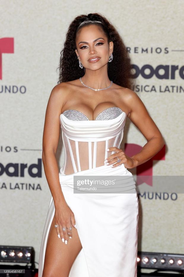 Thảm đỏ Billboard Latin: Camila lột xác át cả Hoa hậu Hoàn vũ, dàn mỹ nhân đua nhau phô body xôi thịt lộ cả điểm nhạy cảm - Ảnh 14.