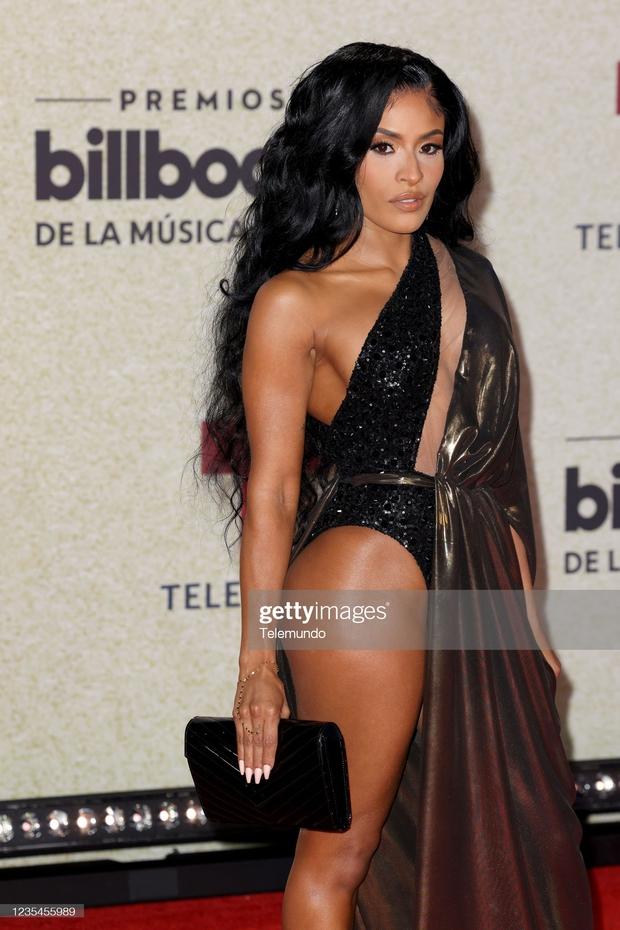 Thảm đỏ Billboard Latin: Camila lột xác át cả Hoa hậu Hoàn vũ, dàn mỹ nhân đua nhau phô body xôi thịt lộ cả điểm nhạy cảm - Ảnh 9.
