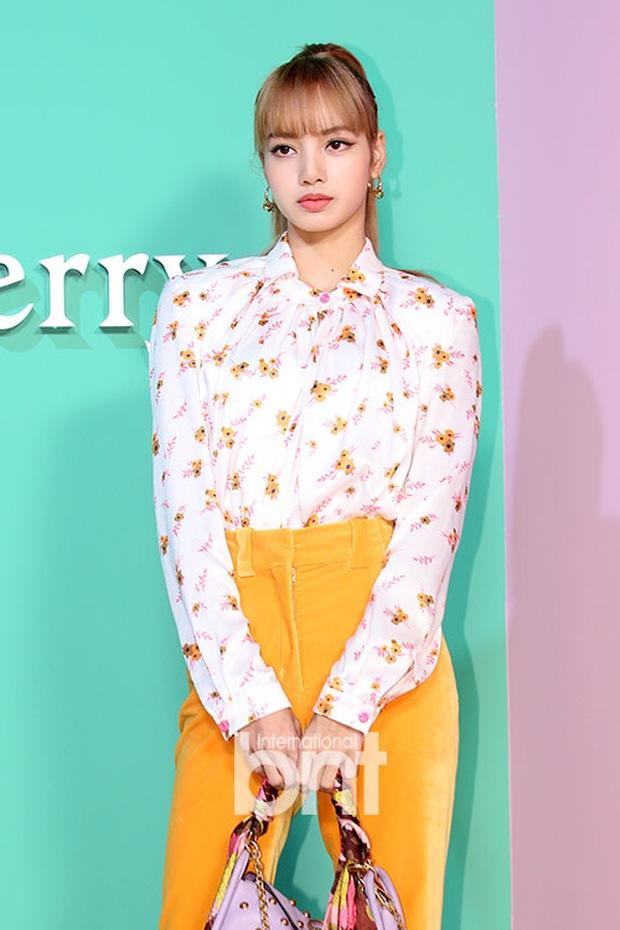 Nhìn bộ sưu tập quần tập nhảy đến outfit thường ngày, Lisa đích thị là cô gái mê màu vàng thứ hai thì không ai chủ nhật! - Ảnh 14.
