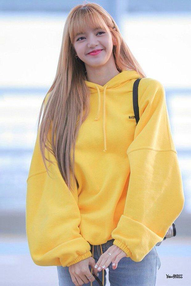Nhìn bộ sưu tập quần tập nhảy đến outfit thường ngày, Lisa đích thị là cô gái mê màu vàng thứ hai thì không ai chủ nhật! - Ảnh 10.