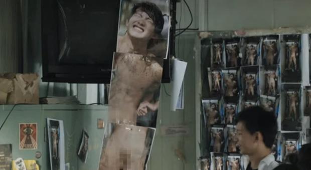 Nam sinh bị bạn học dán hình nude 18+ khắp trường: Cảnh phim Hoa ngữ này đang khiến dân tình phẫn nộ tột cùng - Ảnh 5.