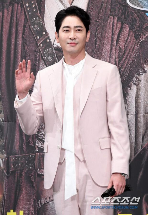Top 1 Dispatch: Tài tử Kang Ji Hwan (Coffee House) phải đền trăm tỷ vì vụ xâm hại tình dục dù có bằng chứng bị gài bẫy - Ảnh 6.