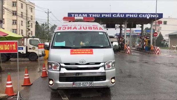 Xe cấp cứu dán chữ Giang Kim Cúc và các cộng sự chở chui 3 người còn hú còi inh ỏi, tài xế khai báo vòng vo - Ảnh 1.