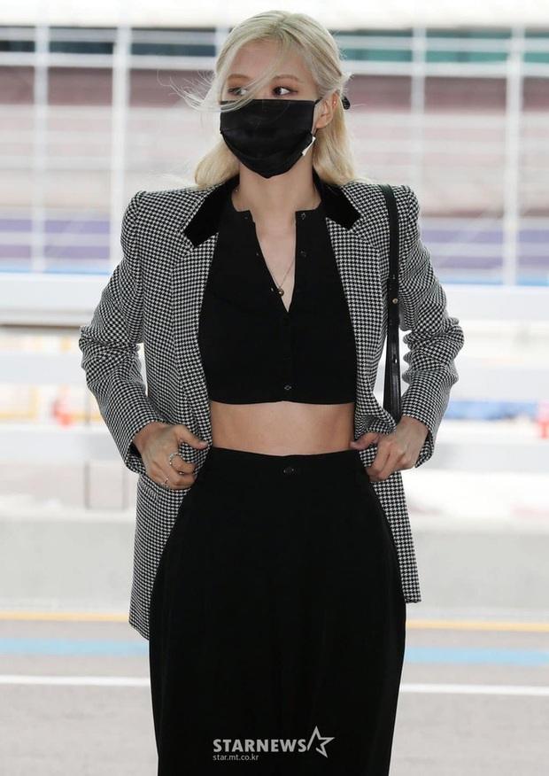 Jisoo (BLACKPINK) xinh ngất ngây tại sân bay sang Pháp dự sự kiện, nhưng sao nhìn bụng lại nặng nề thế này? - Ảnh 8.