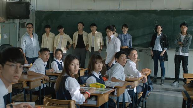 Nam sinh bị bạn học dán hình nude 18+ khắp trường: Cảnh phim Hoa ngữ này đang khiến dân tình phẫn nộ tột cùng - Ảnh 9.