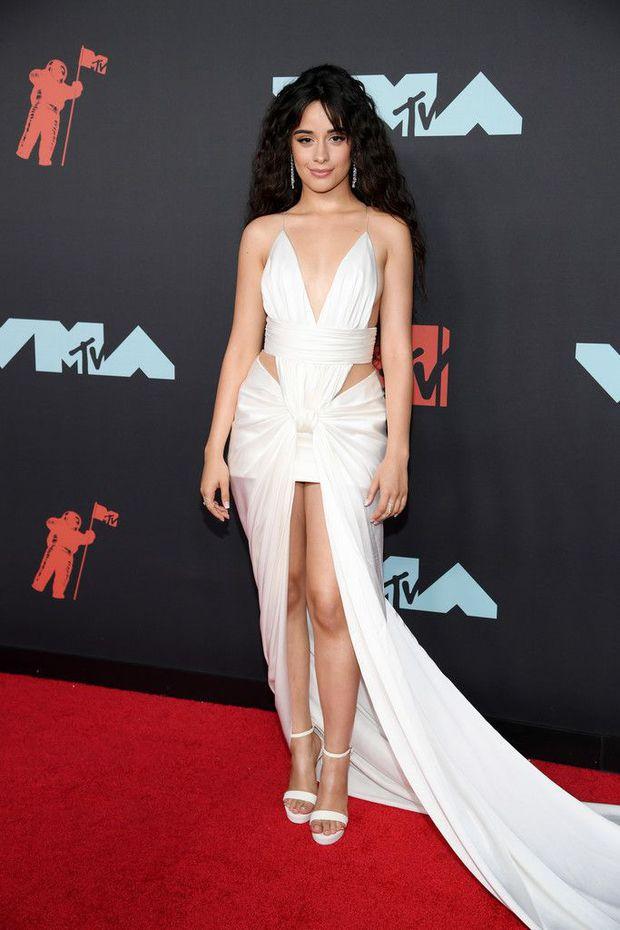 Trước khi bị mắng vì gu xuề xoà, Camila Cabello mặc thế nào mà được Vogue khen tới tấp? - Ảnh 6.