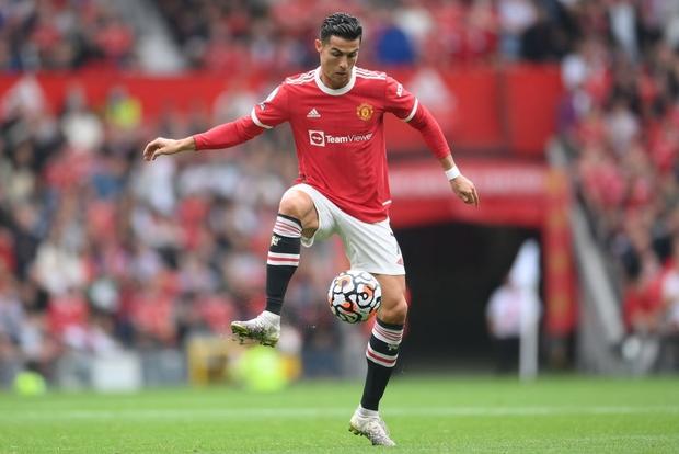 Ronaldo không được đá penalty, đồng đội sút thẳng lên trời ở phút bù giờ khiến MU thua ngay trên sân nhà - Ảnh 13.