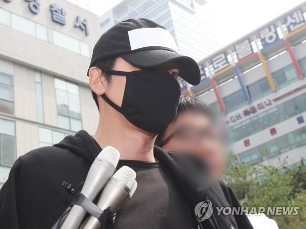Top 1 Dispatch: Tài tử Kang Ji Hwan (Coffee House) phải đền trăm tỷ vì vụ xâm hại tình dục dù có bằng chứng bị gài bẫy - Ảnh 2.
