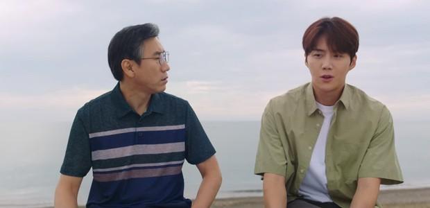 Kim Seon Ho nhận là người yêu Shin Min Ah, thành công lấy lòng bố vợ ở Hometown Cha-Cha-Cha tập 9 - Ảnh 4.