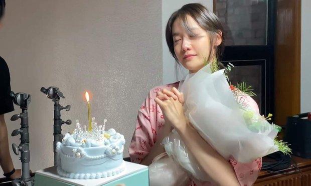 Yoona (SNSD) tung vlog mới khóc sưng mắt, dân tình chỉ chú ý nhan sắc không son phấn đỉnh cao - Ảnh 5.