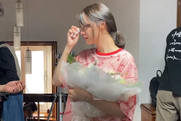 Yoona (SNSD) tung vlog mới khóc sưng mắt, dân tình chỉ chú ý nhan sắc không son phấn đỉnh cao - Ảnh 6.