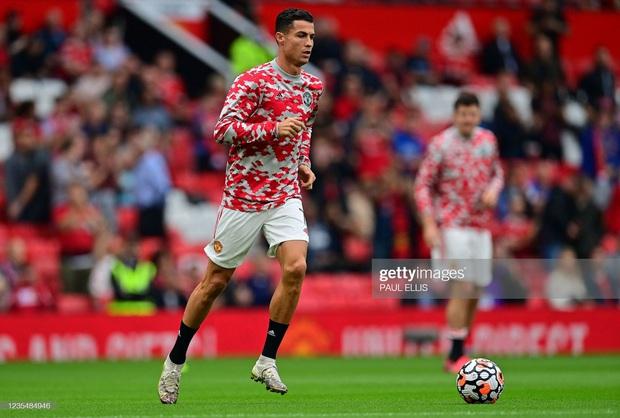 Ronaldo không được đá penalty, đồng đội sút thẳng lên trời ở phút bù giờ khiến MU thua ngay trên sân nhà - Ảnh 16.