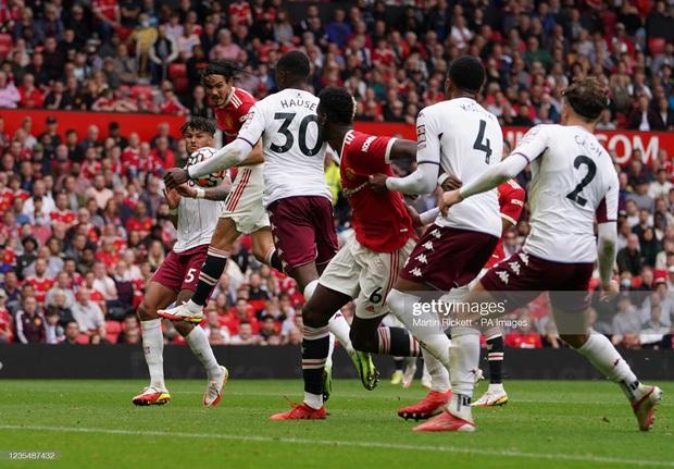 Ronaldo không được đá penalty, đồng đội sút thẳng lên trời ở phút bù giờ khiến MU thua ngay trên sân nhà - Ảnh 4.