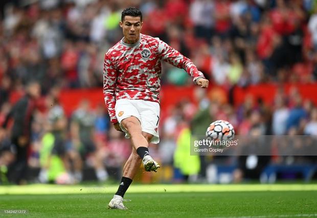 Ronaldo không được đá penalty, đồng đội sút thẳng lên trời ở phút bù giờ khiến MU thua ngay trên sân nhà - Ảnh 14.