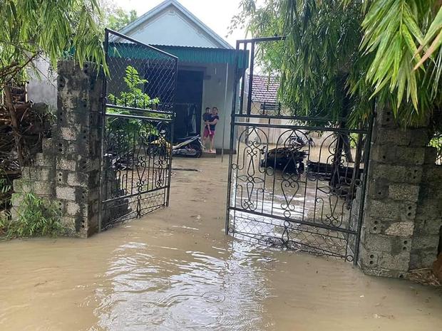 Mưa lớn kéo dài, nhiều địa phương ở Nghệ An bị chia cắt, ngập úng - Ảnh 3.