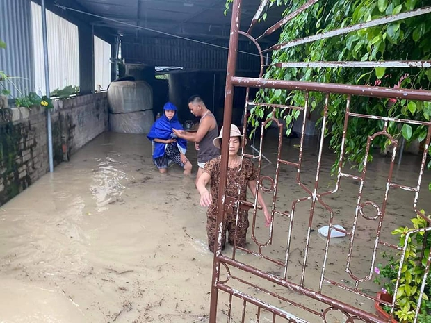 Mưa lớn kéo dài, nhiều địa phương ở Nghệ An bị chia cắt, ngập úng - Ảnh 4.