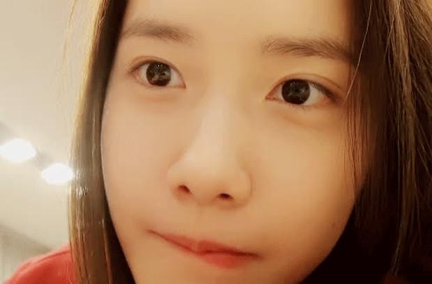 Yoona (SNSD) tung vlog mới khóc sưng mắt, dân tình chỉ chú ý nhan sắc không son phấn đỉnh cao - Ảnh 8.