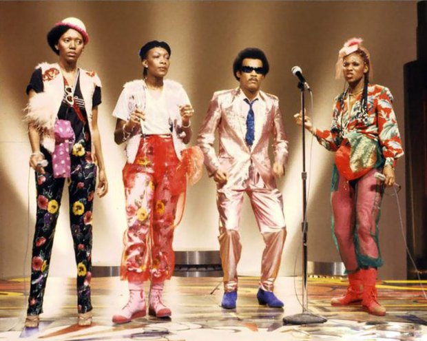 Vụ lừa đảo lớn nhất lịch sử âm nhạc: Nhóm 4 người siêu nổi tiếng nhưng chỉ 1 người biết hát, giọng nam chính iconic lại là của ông bầu! - Ảnh 10.