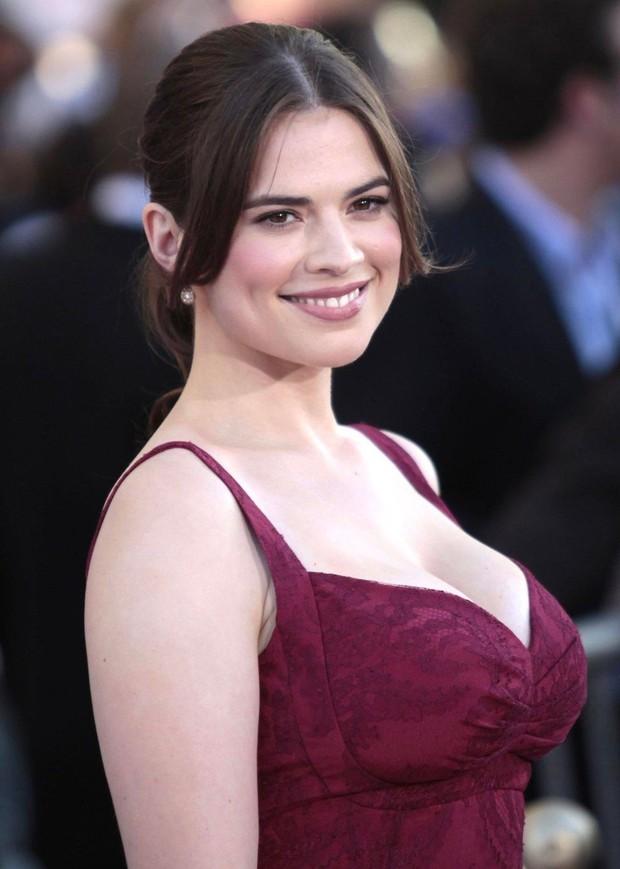 Tom Cruise chia tay bạn gái bốc lửa kém 20 tuổi sau 1 năm hẹn hò, lí do là gì mà khiến khán giả ngán ngẩm lắc đầu? - Ảnh 3.