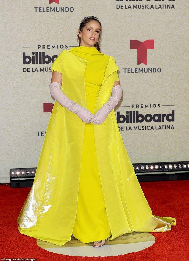 Thảm đỏ Billboard Latin: Camila lột xác át cả Hoa hậu Hoàn vũ, dàn mỹ nhân đua nhau phô body xôi thịt lộ cả điểm nhạy cảm - Ảnh 17.