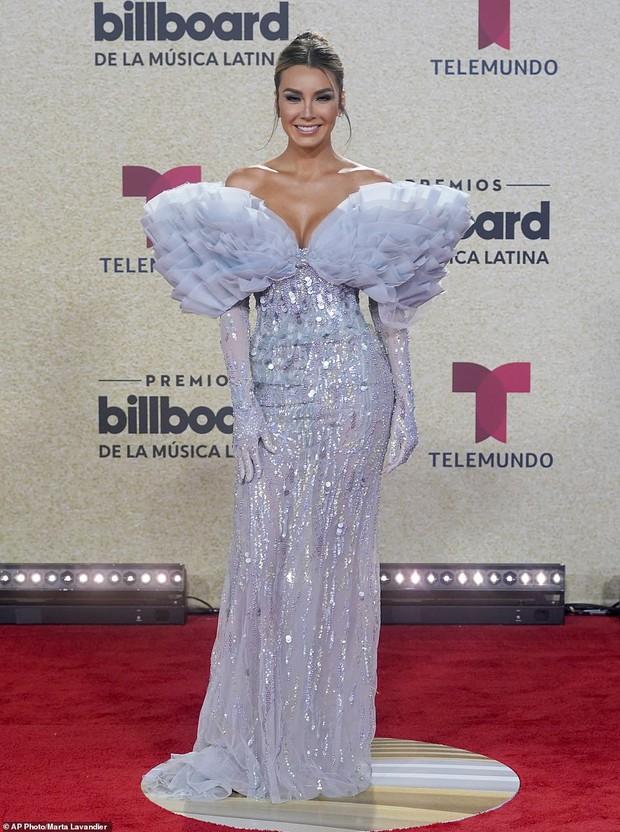 Thảm đỏ Billboard Latin: Camila lột xác át cả Hoa hậu Hoàn vũ, dàn mỹ nhân đua nhau phô body xôi thịt lộ cả điểm nhạy cảm - Ảnh 19.