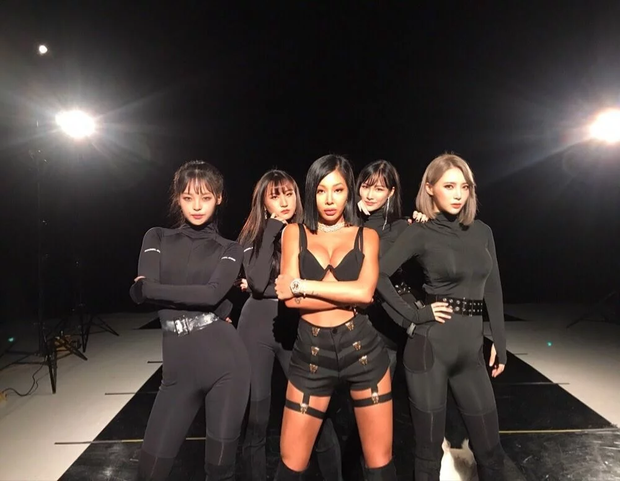 Phát hiện bản sao giống hệt Jennie (BLACKPINK), hoá ra lại là dancer quen mặt của Baekhyun, Kang Daniel? - Ảnh 9.
