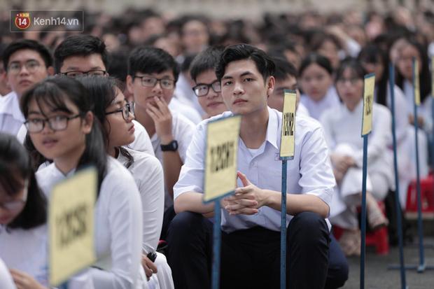 MỚI: Hà Nội đã có 4 phương án dạy học ứng phó Covid-19, học sinh vùng xanh đi học lại - Ảnh 1.
