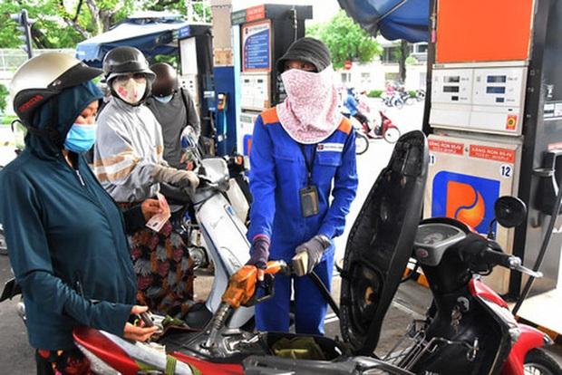Giá xăng dầu tăng mạnh, tiến sát mốc 22.000 đồng/lít - Ảnh 1.