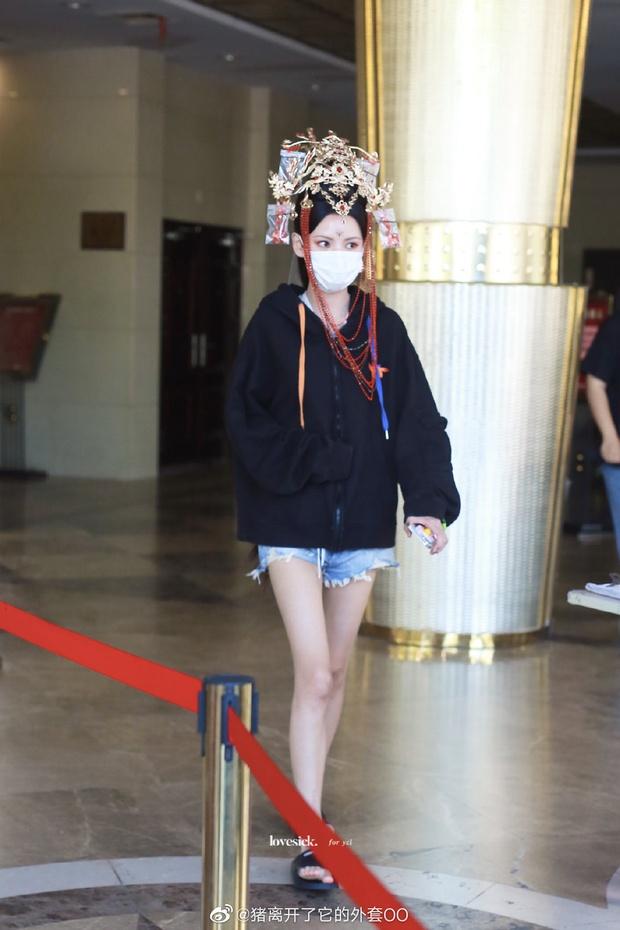 Phát hiện mỹ nhân lố lăng ăn đứt Cúc Tịnh Y ở phim mới: Cồng kềnh từ đầu tóc đến make up, nhưng fan bênh vực nghe hợp lý phết! - Ảnh 4.