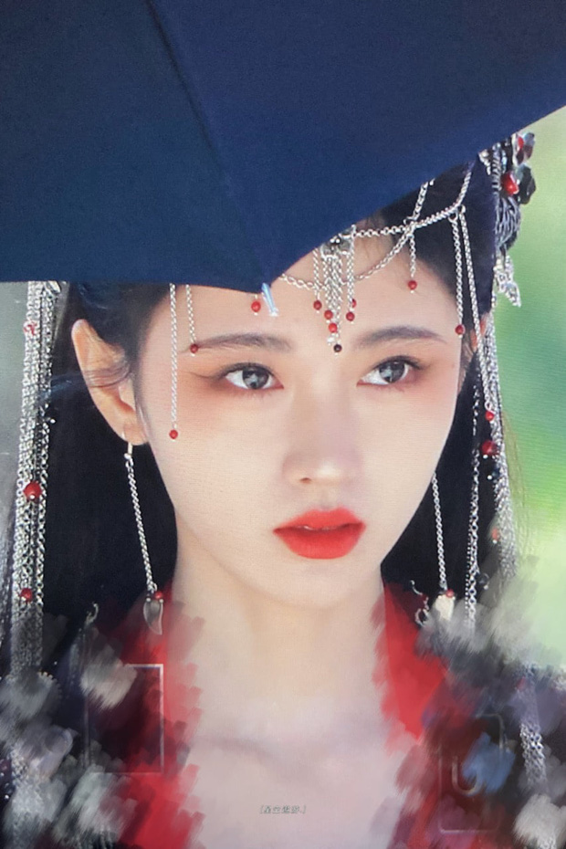 Phát hiện mỹ nhân lố lăng ăn đứt Cúc Tịnh Y ở phim mới: Cồng kềnh từ đầu tóc đến make up, nhưng fan bênh vực nghe hợp lý phết! - Ảnh 5.