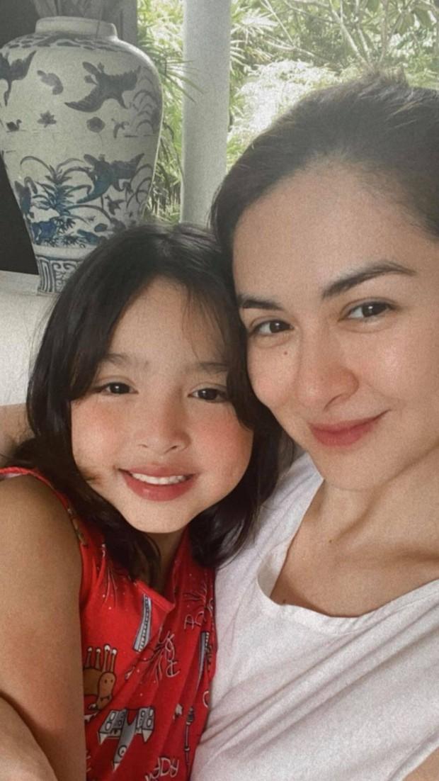 """Mỹ nhân đẹp nhất Philippines khoe 2 """"báu vật"""" cực phẩm: Con gái xinh như thiên thần nhưng mê nhất là nụ cười quý tử 2 tuổi - Ảnh 2."""