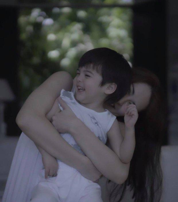 """Mỹ nhân đẹp nhất Philippines khoe 2 """"báu vật"""" cực phẩm: Con gái xinh như thiên thần nhưng mê nhất là nụ cười quý tử 2 tuổi - Ảnh 8."""