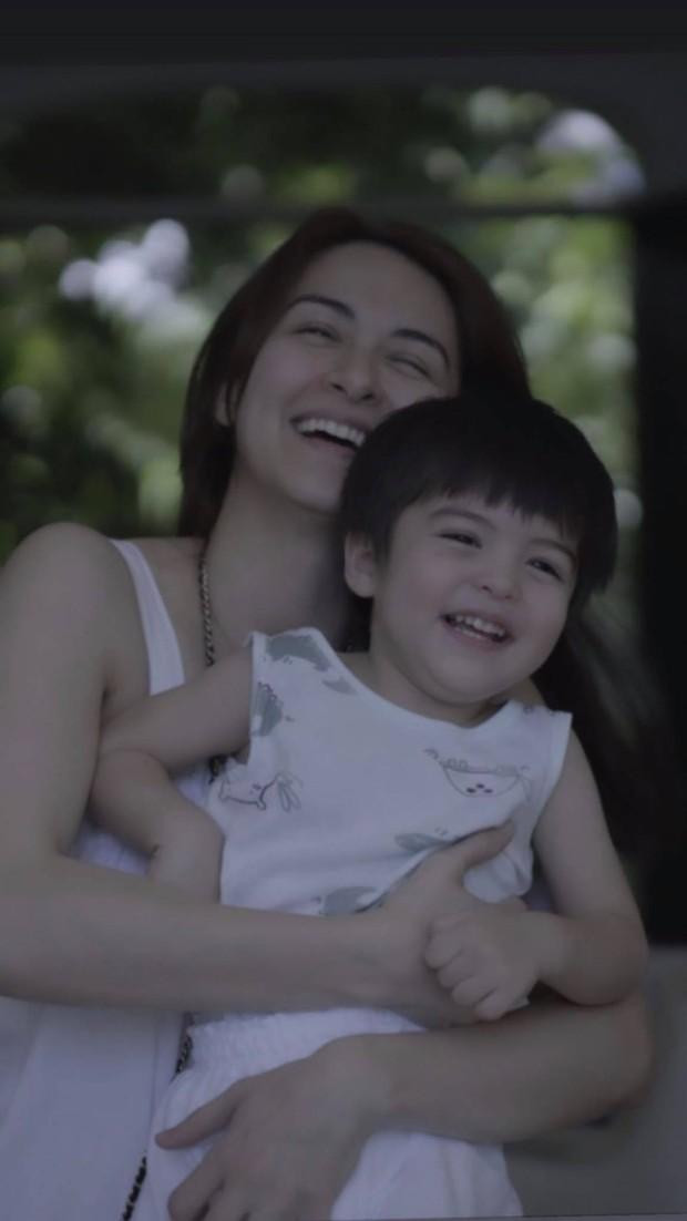 """Mỹ nhân đẹp nhất Philippines khoe 2 """"báu vật"""" cực phẩm: Con gái xinh như thiên thần nhưng mê nhất là nụ cười quý tử 2 tuổi - Ảnh 9."""