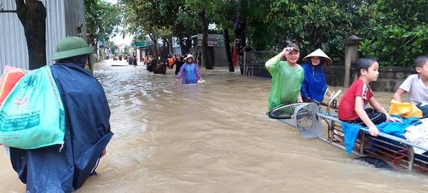 Thủy điện và hồ đập xả lũ, nhiều tuyến quốc lộ và nhà dân ở Nghệ An ngập sâu trong nước  - Ảnh 12.