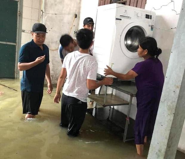 Thủy điện và hồ đập xả lũ, nhiều tuyến quốc lộ và nhà dân ở Nghệ An ngập sâu trong nước  - Ảnh 14.