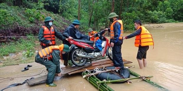 Thủy điện và hồ đập xả lũ, nhiều tuyến quốc lộ và nhà dân ở Nghệ An ngập sâu trong nước  - Ảnh 17.