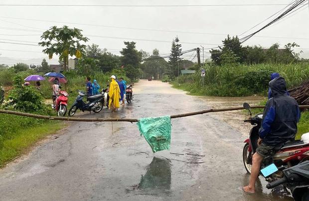 Thủy điện và hồ đập xả lũ, nhiều tuyến quốc lộ và nhà dân ở Nghệ An ngập sâu trong nước  - Ảnh 11.