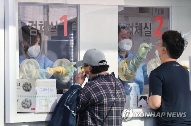 Hàn Quốc lập kỷ lục số ca mắc mới COVID-19 sau kỳ nghỉ Trung thu - Ảnh 1.