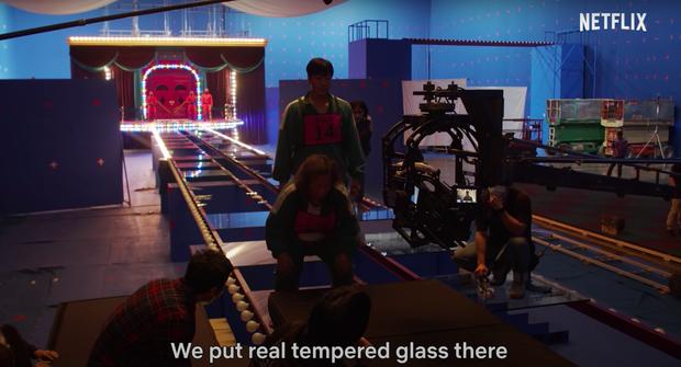 Té ra Squid Game tạo nên trò đi trên kính tử thần quá thông minh như thế này: Cảm xúc diễn viên đều là thật, nhìn hậu trường đã thấy rén! - Ảnh 4.